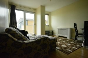 2 bed apartment in Gants Hill, Redbridge, Outer London - 2 minutes walk to tube station.